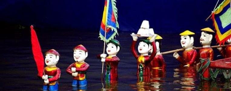 Plongez dans l'art des marionnettes sur l'eau